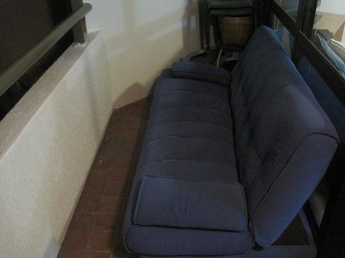 Couch aufm balkon auf nach brisbane for Couch balkon
